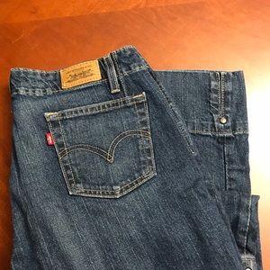 EUC - Levi's - 515's Carpi Jeans
